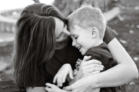 26-hug-mother-child-pohotogprahy